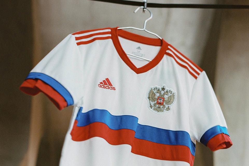 Для каждой страны adidas разработал футболки с уникальным дизайном