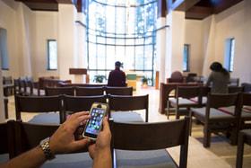 К услугам верующих – онлайн-богослужения, «умные четки» и даже «молитвенный компас»