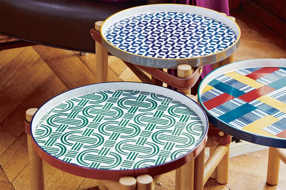 Столики Les Trotteuses со съемной столешницей, которая превращается в поднос