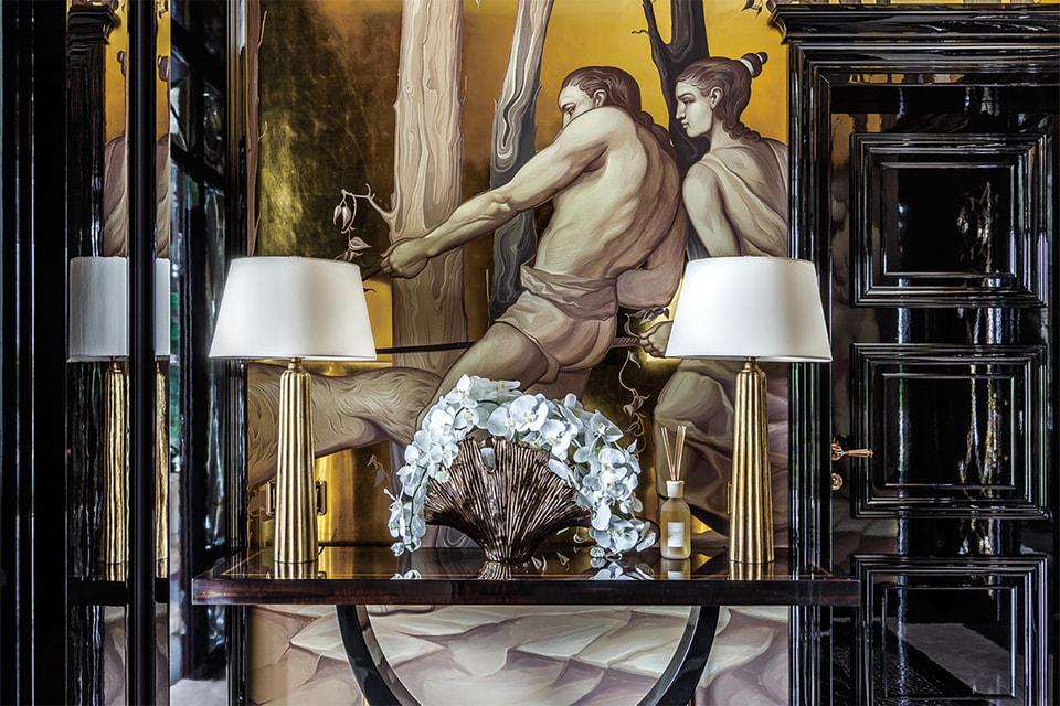 Стены украшены росписями в стиле эпохи Возрождения