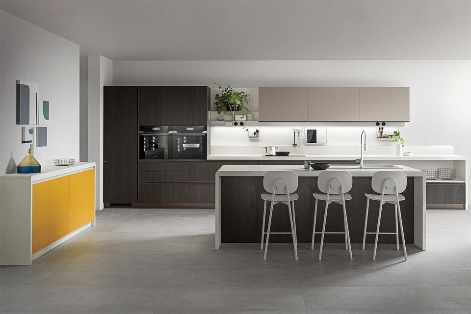 Dandy Plus – новый проект гибридного умного пространства от Scavolini, объединивший в себе кухню, гостиную и ванную