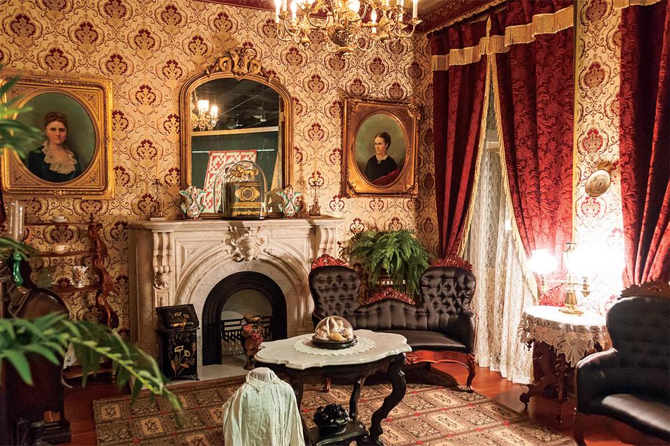 Интерьер гостиной викторианской эпохи