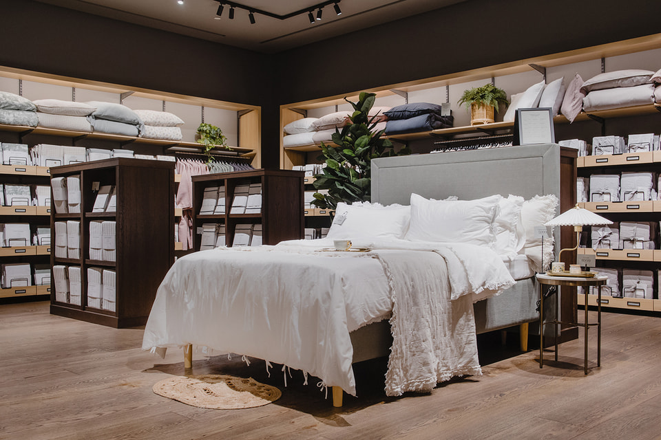 В магазине представлены не только предметы декора, но и мебель
