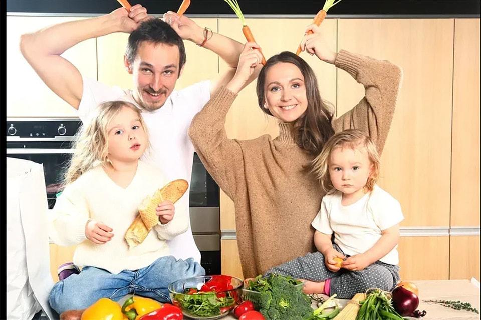Семьи с детьми тратят меньше денег на еду