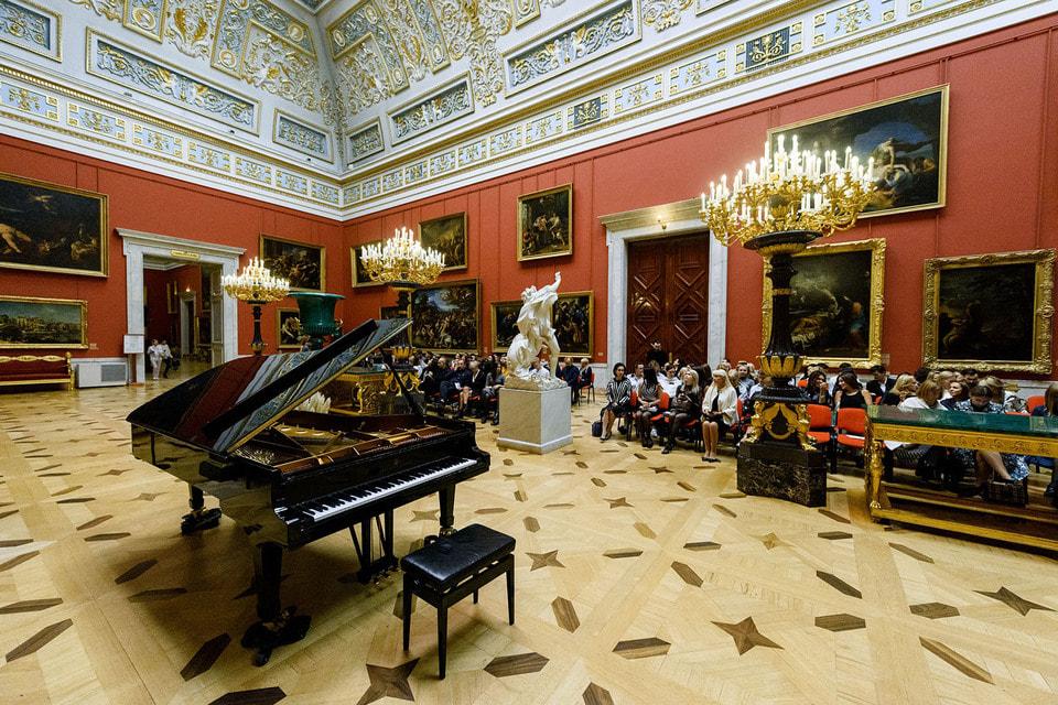 «Гранд Отель Европа» дарит постояльцам билеты на концерты