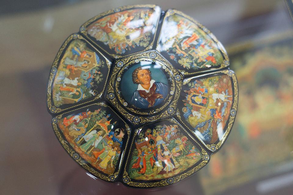 Лаковая миниатюра работы палехских мастеров