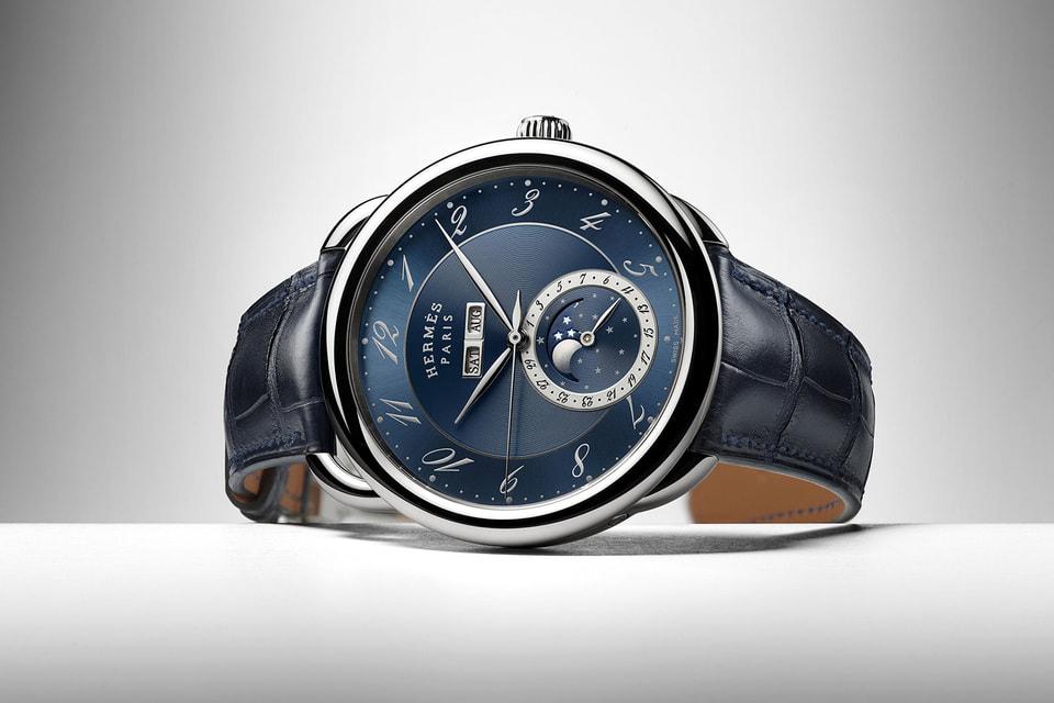 Часы Arceau Grande Lune c указателем фаз Луны в 43 мм корпусе из стали, решенная в элегантных темно-синих тонах