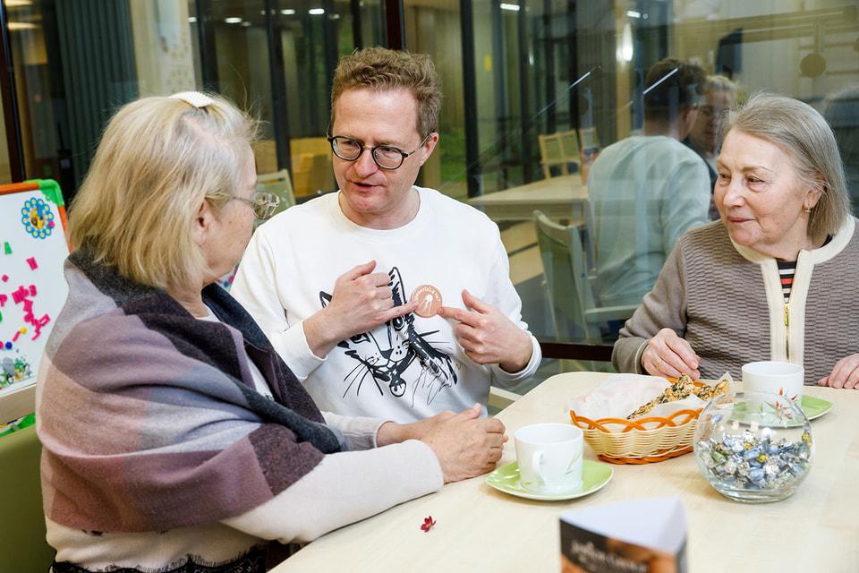 Интеграция учреждений для пожилых людей в общество необходима, уверен Сиднев
