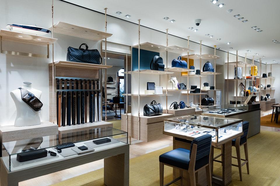 В мужской зоне обновленного бутика представлены как регулярная коллекция обуви, сумок и аксессуаров, так и капсульные линии