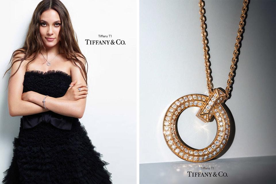 В коллекции украшений Tiffany T1 появилась новая подвеска – ее представляет чемпионка по лыжному фристайлу Эйлин Гу