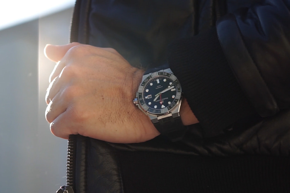 Корпус часов Aikon Venturer GMT оснащен системой быстрой самостоятельной замены браслета Easychange