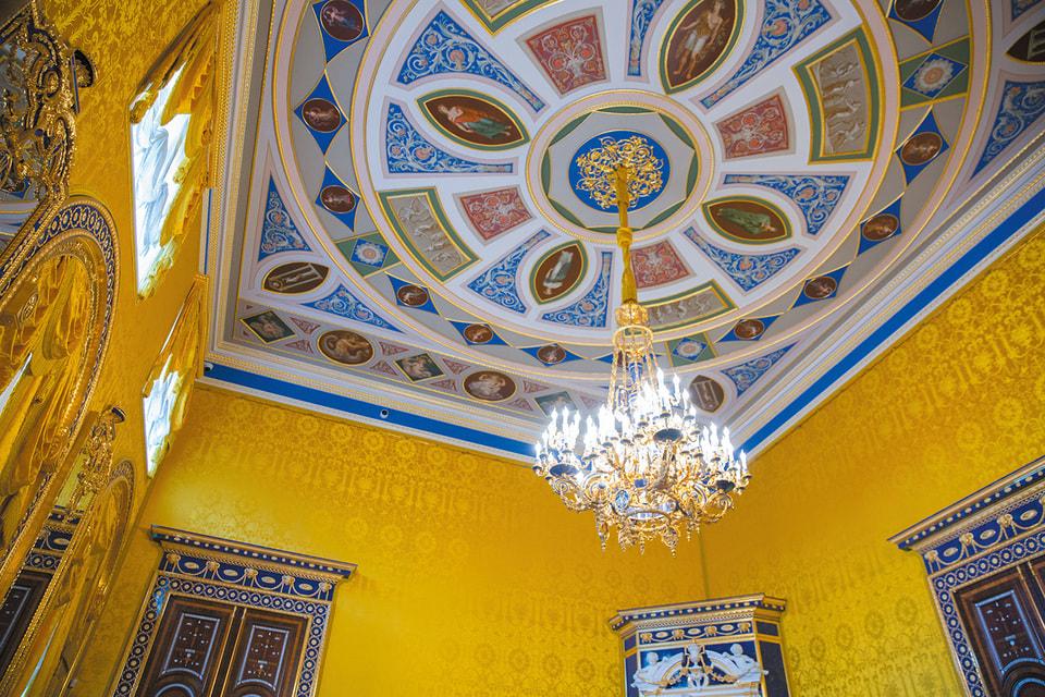 Роспись на потолке Лионского зала