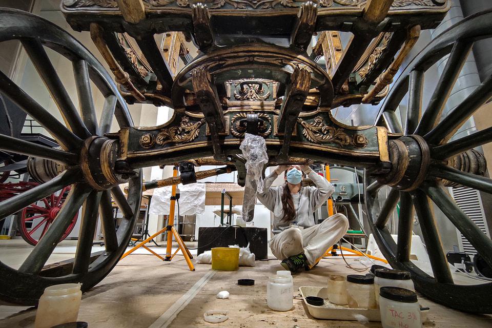 Отреставрированную карету выставили в Большой конюшне дворца Венария