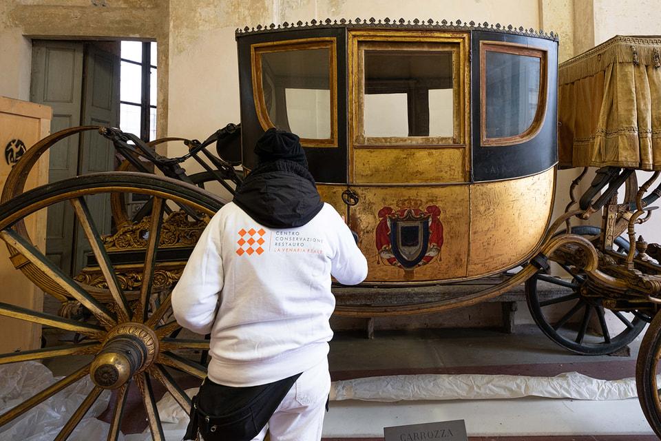 Карету перевезли из охотничьей резиденции Ступиниджи для реставрации