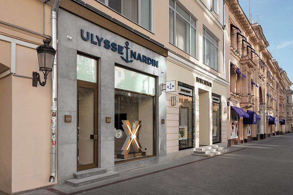 В витрине-окне бутика Ulysse Nardin красуется буква Х – символ экстремального духа новых коллекций бренда