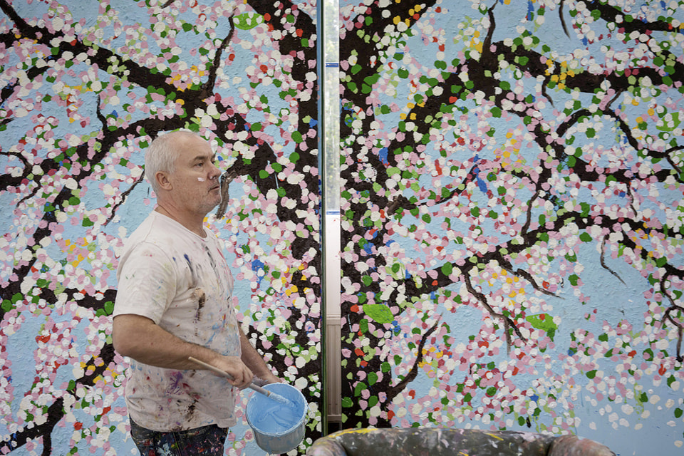 Художник Дэмиан Хёрст работал над масштабным проектом Cherry Blossom три года