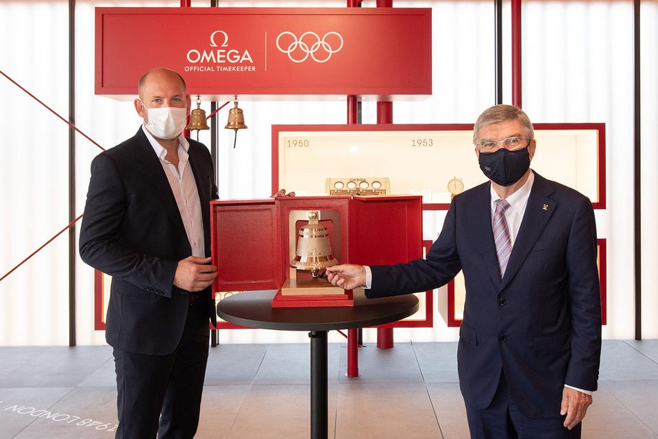 Президент МОК Томас Бах и гендиректор Omega Timing Ален Зобрист на церемонии назначения бренда официальным хронометристом Олимпийских игр в Токио