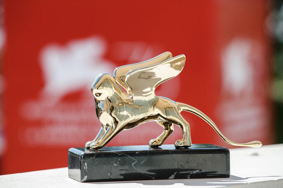 Помимо «Золотого льва», главного приза Венецианского кинофестиваля, Дом Cartier теперь будет вручать свой приз Cartier Glory to the Filmmaker за особый вклад в профессию