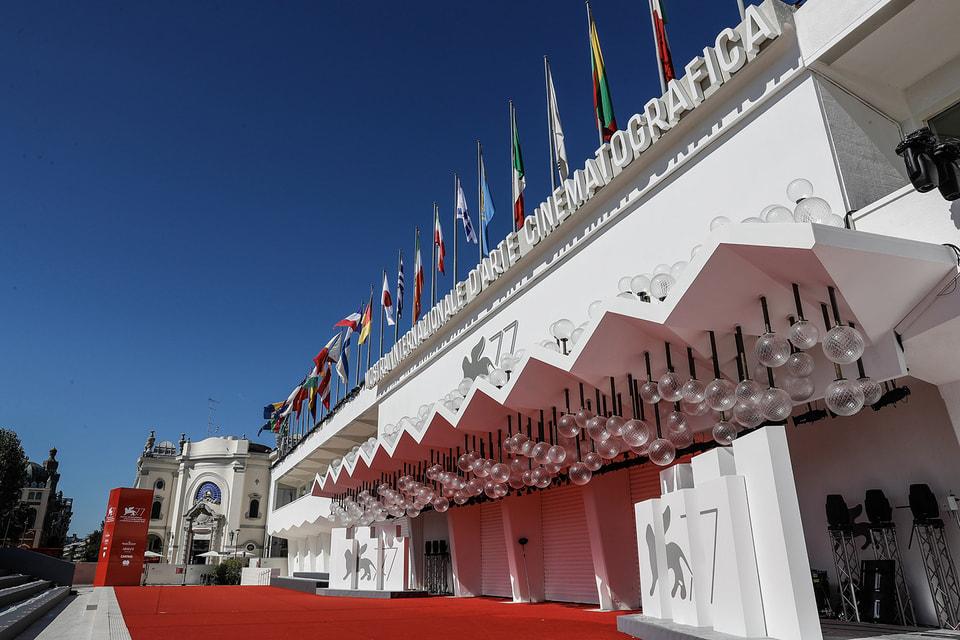 На 78-м Венецианском кинофестивале в грядущем сентябре будет красоваться имя его нового партнера – Дома Cartier