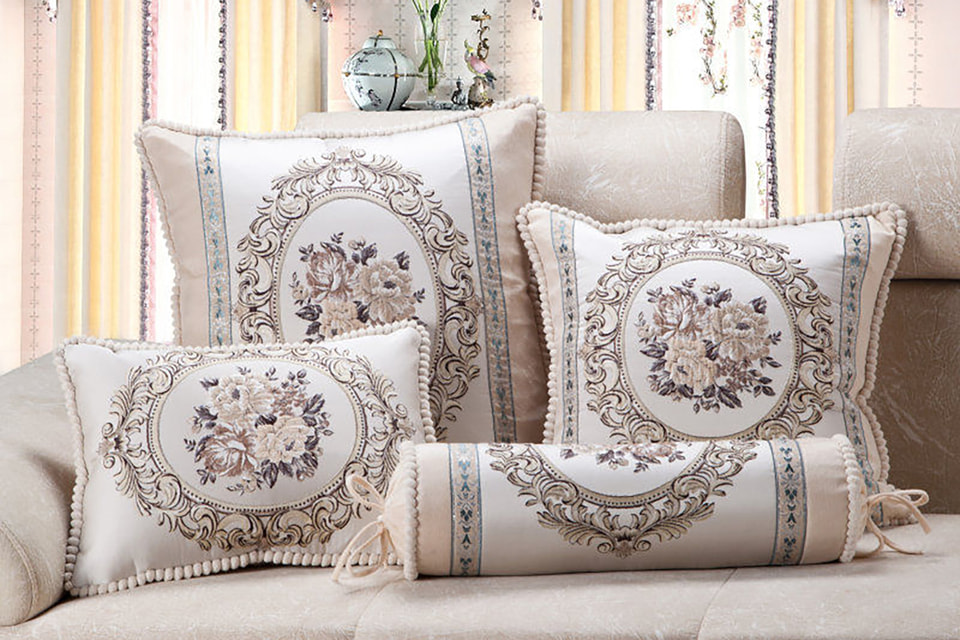 Старинные декоративные подушки входят в тройку самых популярных винтажных товаров