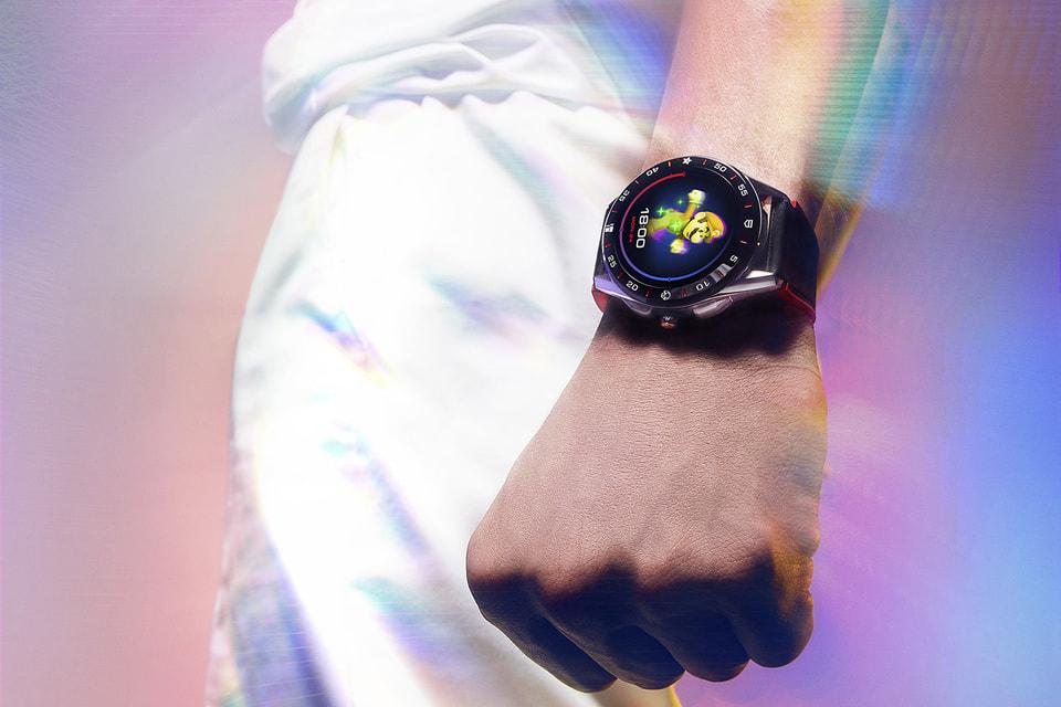 Смарт-часы TAG Heuer Connected Super Mario сочетают в себе высокие технологии, спортивные приложения и игровые функции в одном динамичном корпусе