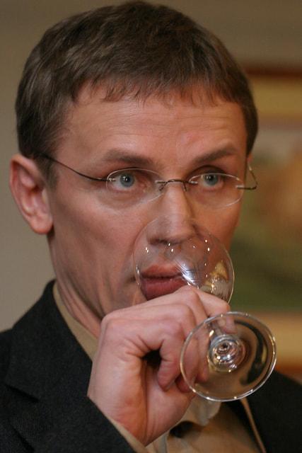 Игорь Ларионов, четырехкратный чемпион мира и  двукратный победитель Олимпийских игр, сегодня тренирует Молодежную сборную России и занимается виноделием