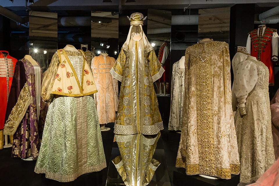 Платье императрицы Александры Федоровны, в котором она посетила костюмированный бал 1903 г. в образе супруги царя Алексея Михайловича