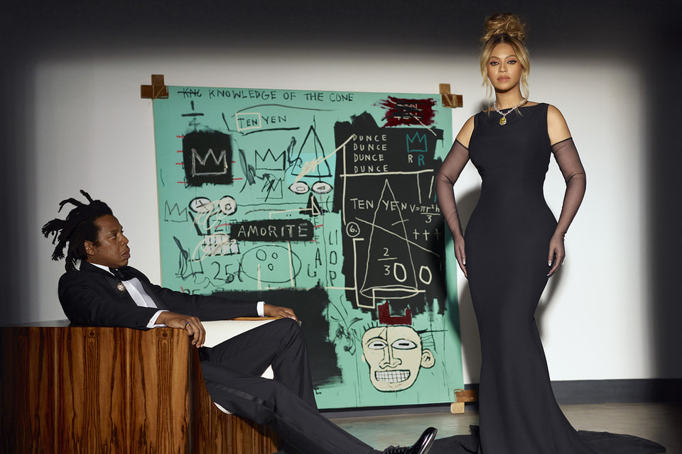 В рекламной кампании «О любви» все впервые: впервые ее героями стали поп-звезды, впервые фигурирует  «Бриллиант Тиффани» и впервые появляется на публике картина Баскии