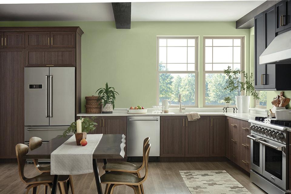 Серо-зеленый оттенок ветки оливы – универсальный цвет, который подойдет для внутренних интерьеров и внешнего оформления