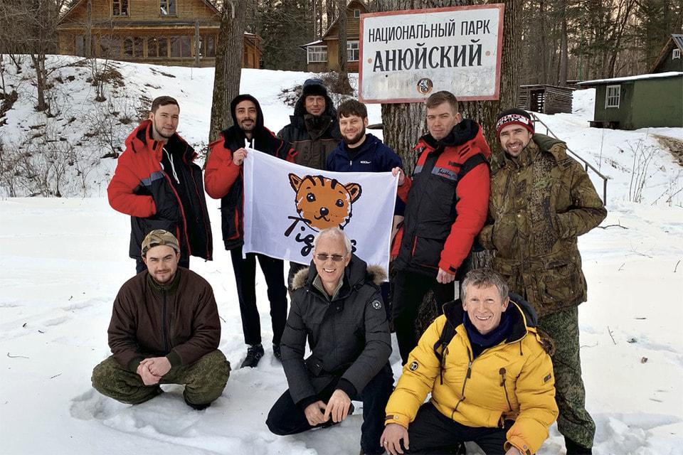 В экспедициях вместе сХенриком Винтером участвуют и его коллеги