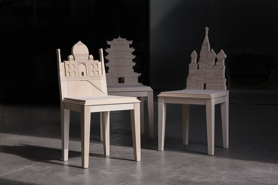 В коллекции Cityng 16 стульев, созданных вручную из массива дерева и украшенных при помощи цифрового пантографа