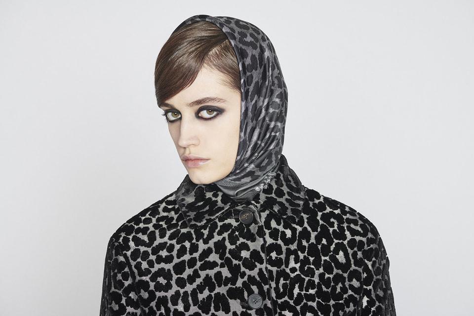 С помощью платка Dior можно создать любой образ – отклассического додерзкого, от строгого до расслабленного