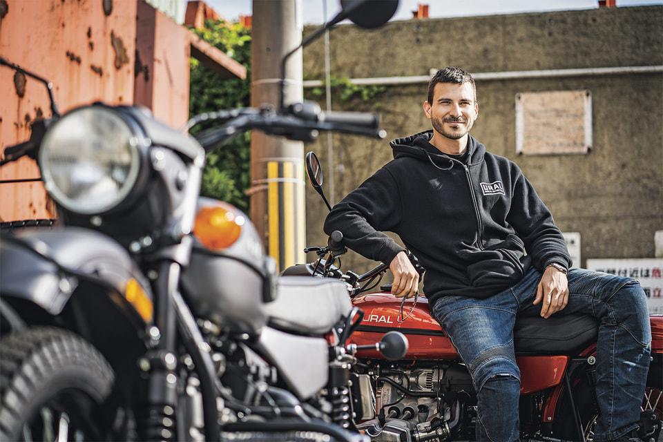 По оценкам дилеров, до 95% мотоциклов «Урал» продают за границу: в Японию, США, ОАЭ