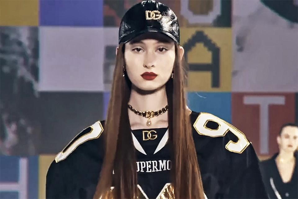 Женская коллекция Dolce & Gabbana осень-зима 2021/22 также посвящена зумерам