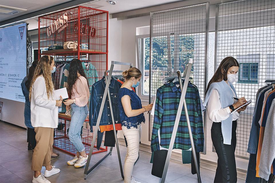 Марка Guess запустила проект Guess Z Lab для обмена модными идеями с новым поколением потребителей
