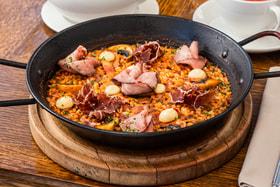 Паэлью в Испании готовят с XV века, и в каждой семье – свой секретный рецепт