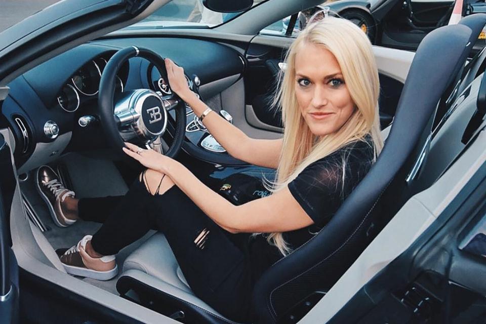 Александра Мэри Хирши, известная также как Supercar Blondie