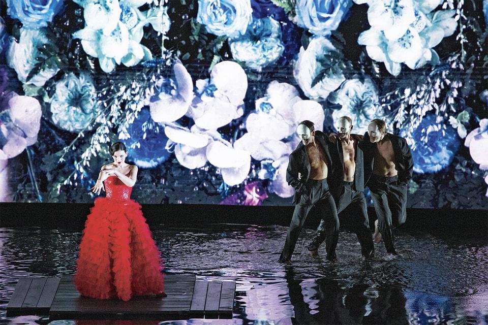 Оперная певица Марианна Кребасса на сцене «Ла Скала» в костюмах Giorgio Armani Prive