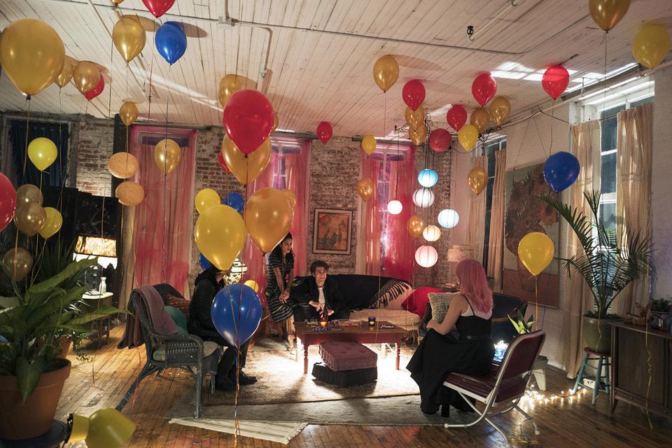 Актриса Дакота Фэннинг сняла фильм Hello Appartment по сценарию Лиз Ханны, чьяработав журналистской драмеСтивенаСпилберга« Пост» в 2017 году была номинирована на «Золотой глобус»
