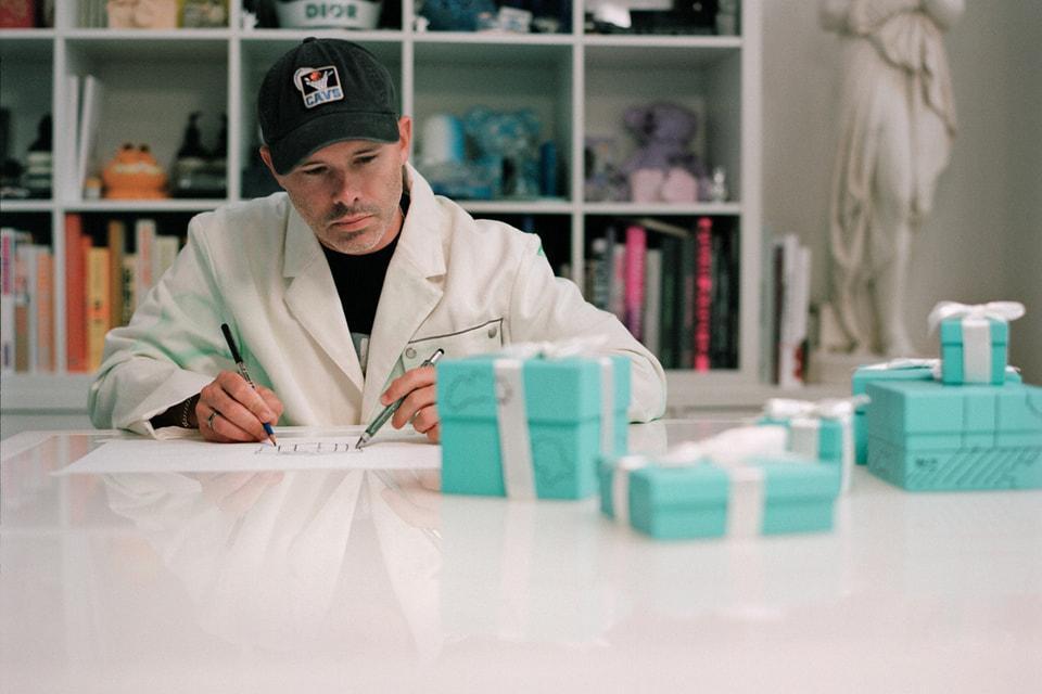 Художник Дэниел Аршам в процессе превращения знаменитой Tiffany Blue Box в объект искусства