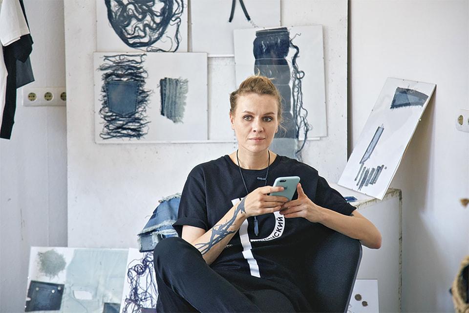 Куратор профиля, дизайнер одежды Екатерина Сычева,  сотрудничавшая с брендами Alena Akhmadullina, Alexander Terekhov, соавтор  униформы S7 Airlines