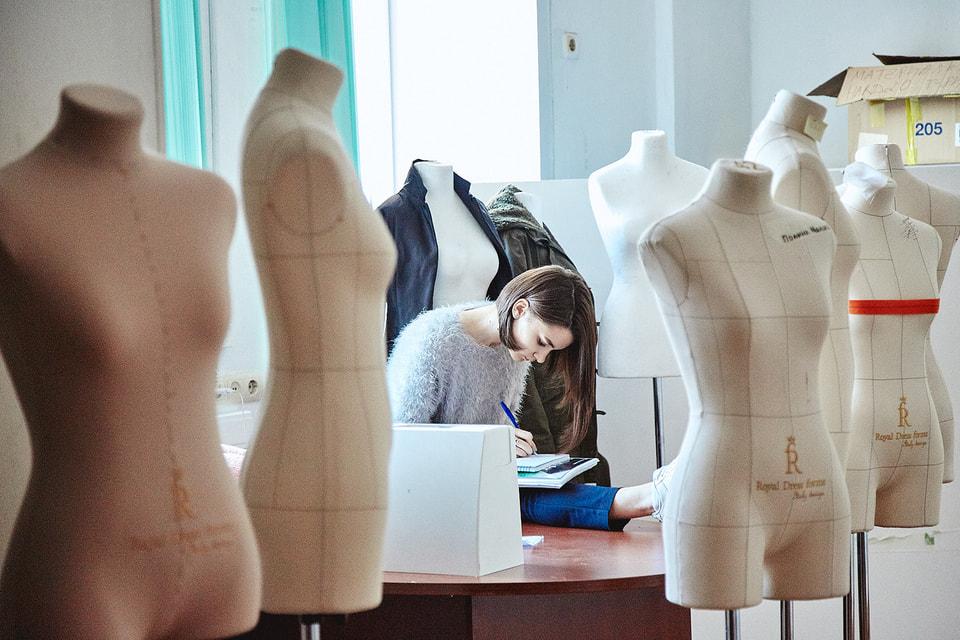 Студенты профиля «Мода как индустрия: дизайн, продукт, продвижение» узнают, как создать свой бренд с нуля или сделать успешным уже существующий проект