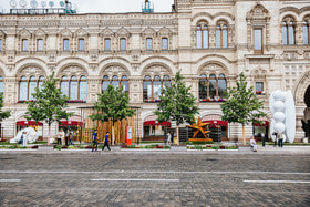 Выставка «Красный сад» возле ГУМа на Красной площади