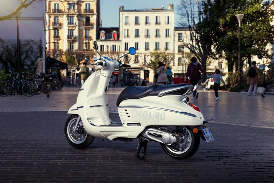 Создатели неоретроскутера Peugeot Django явно вдохновлялись моделями 50-х