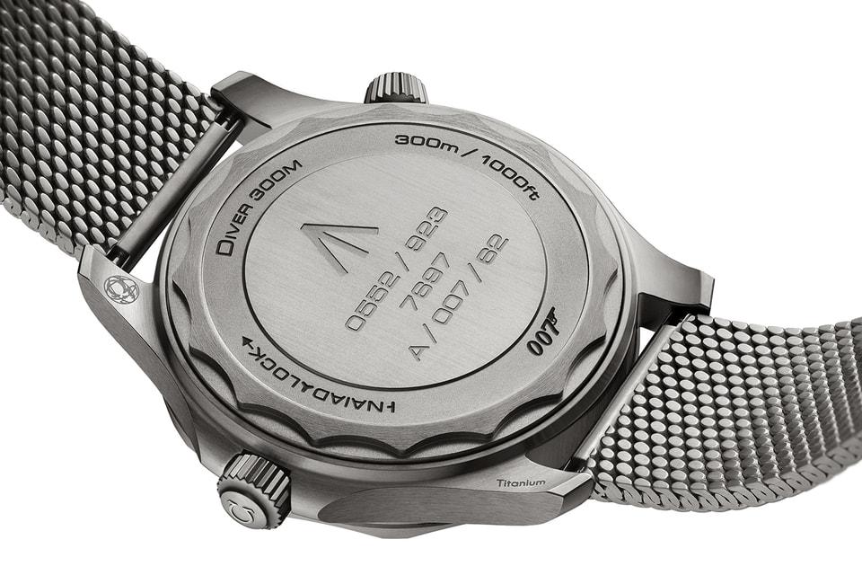 На задней крышке часов выгравированы цифры, соответствующие формату часов для военнослужащих, водостойкость модели и номер агента 007