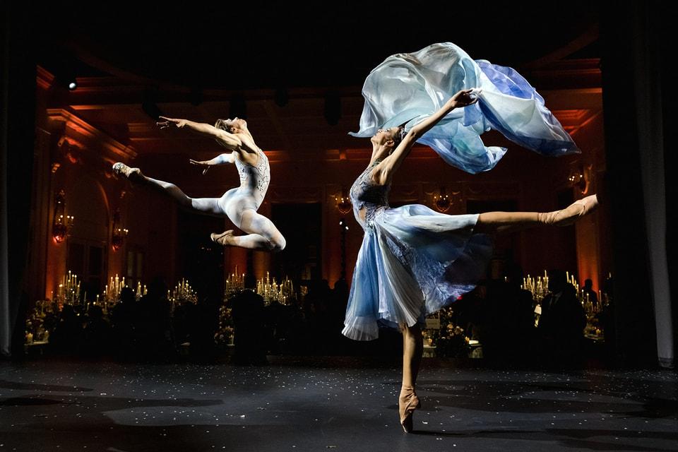 При участии Дома Van Cleef & Arpels было поставлено несколько оригинальных балетов на разных мировых сценах, в том числе и в России