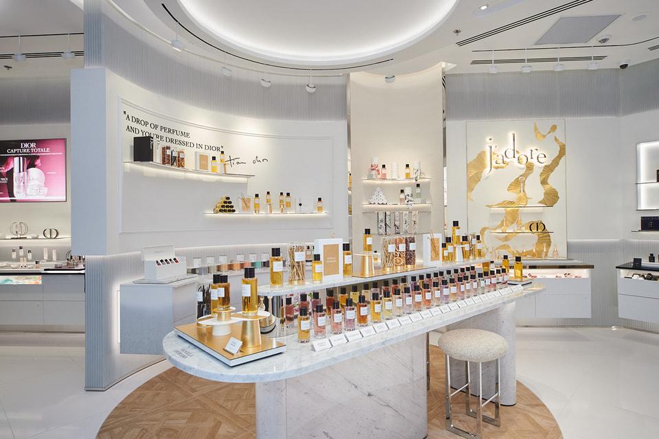 В бутике можно купить кремы и маски, ароматы и бижутерию Dior