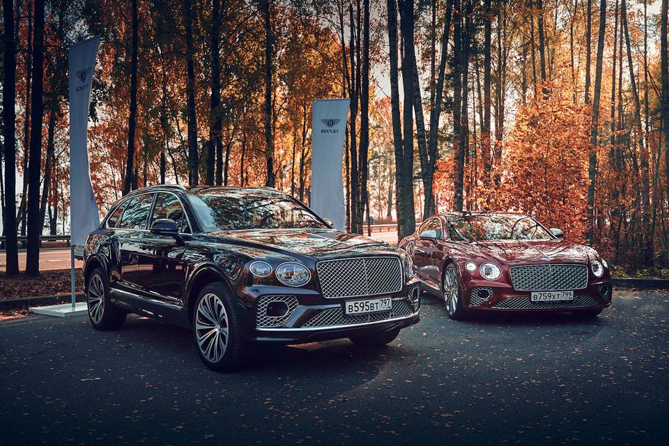 Новые автомобили Bentley проехали по городам России в рамках тура Bentley Autumn Tour. На фото – модели Bentayga Speed и Continental GT Mulliner