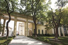 Stefano RicciClub расположился в Shanghai Mansion, бывшем здании российского посольства в Шанхае