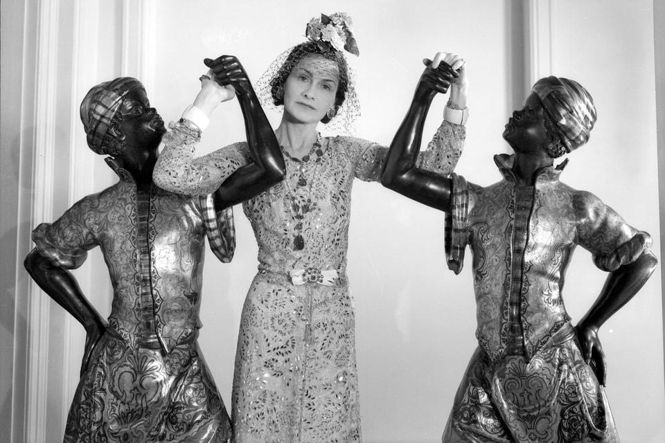 В 2017 году в Sotheby's Geneva прошла выставка фотографий Сесила Битона «Портреты женщин в ювелирных украшениях» –  среди знаменитых дам XX века,  позировавших в своих драгоценностях, была и Коко Шанель, запечатленная в 1937 году
